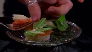 Sandwich med lax och ostron.