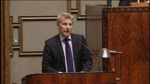 Gruppordförande Kimmo Tiilikainen, C talar i riksdagen