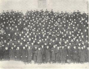 Suuren lähetystön jäsenet Nikolainkirkon portailla v. 1899.