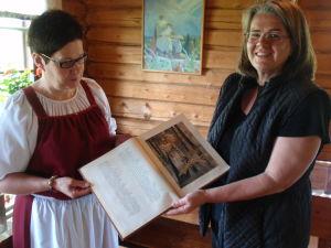 En bok på Kalevalautställningen i Parppeinvaara i Norra Karelen