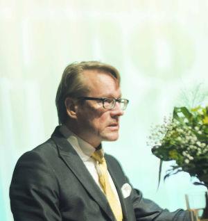 Kajaanin kaupunginjohtaja Jari Tolonen Kajaanin runoviikolla