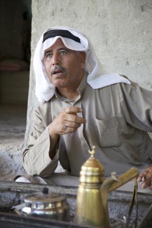 En palestinsk familjefar i byn Khirbet Tell el Himma på Västbanken