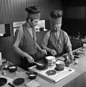 TV-kokit Veijo Vanamo ja Jaakko Kolmonen, 1970.