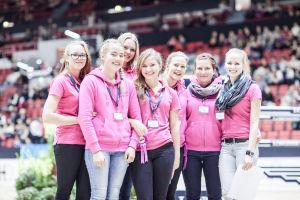 0323 tyttöjä ratsastuskilpailuissa