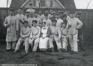 Suomalaisjääkäreitä toipilaskodissa Saksassa (1916/1917).