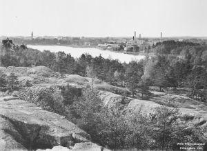 Alppilan kalliolta kuvattu näkymä Töölönlahteen.