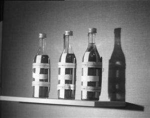 Sodanaikaisia polttopulloja Atian viinamuseossa.