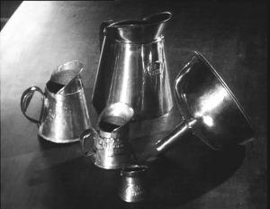 """Vanhoja alkoholimittoja. Ennen litra-yksikköä oli """"kannu"""" pienin myytävä viinamäärä."""