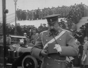 Tsaari Nikolai II vierailu Helsingissä v. 1915. Kuvassa kuvaaja.