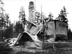 Ruiner av ett hus i Lapplandskriget, 1944