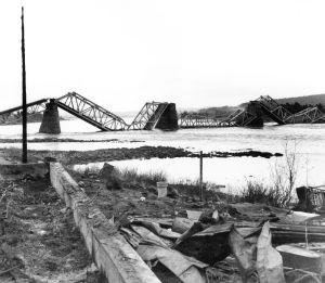 Ounaskoski järnvägsbro har sprängts, Lapplandskriget