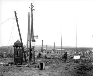 Soldater i Lapplandskrigets ruiner