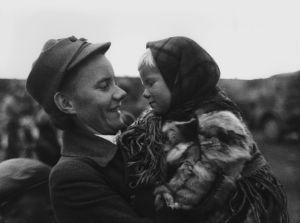 Samiskt barn i famnen på en lotta, Lapplandskriget