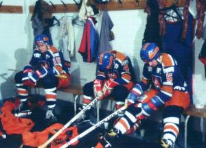 Tapparan joukkue valmistautuu TPS-otteluun 1977.