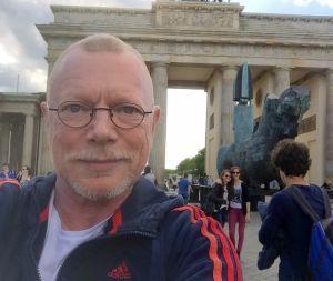 Toimittaja Pertti Rönkkö Brandenburgin portilla