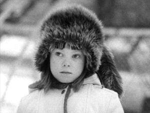 Häntähattuinen tyttö (1974).