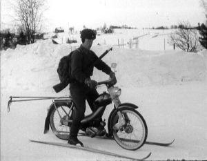 Rajavartija lähdössä susijahtiin 1963.