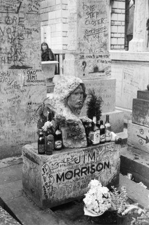 Jim Morrisonin hauta, 1986, Père-Lachaisen hautausmaa Pariisi