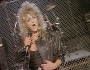 Coutry-rock-artisti Bonnie Tyler musiikkivideollaan The Best.