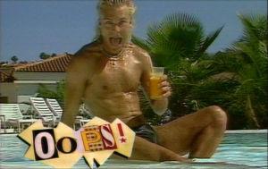 Ressu Redford musavideossa Everytime my heart turns round 1989.