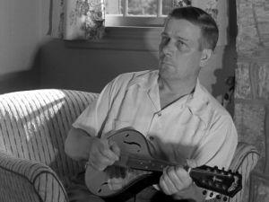 Mr Eronen soittaa mandoliinia (1947).