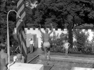 Uima-allaselämää Mr Tuovisen luona Kaliforniassa (1947).