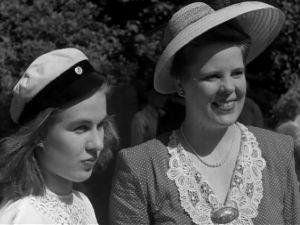 Amerikansuomalaisia juhannusjuhlijoita New Yorkissa (1947).