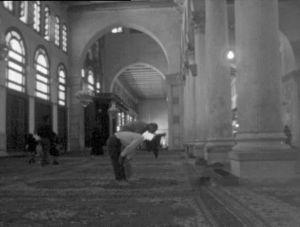 Ihmisiä moskeijassa Damaskoksessa