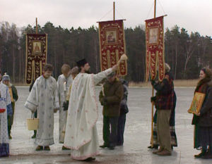 Ortodoksit siunaavat järven