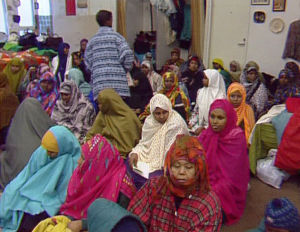 Naisia ja lapsia somalien kokoontumis- ja rukoushuoneessa
