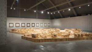 Ai Weiwei: Ordos 100 Model, 2011. Frames, 2013. IOU Wallpaper, 2011-2013 kuva:HAM / Maija Toivanen
