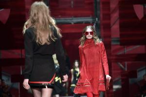 Gianni Versacen muotinäytös.