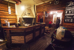 Baren i Art café Serendipity renoveras.