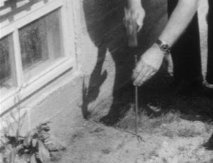 Jos keskuslämmitys puuttui asunnosta, upotettiin säteilylinjalle metallitappi.
