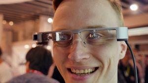 Epsons nya smartglasögon fyller synfältet med digital information (24.2.2016)
