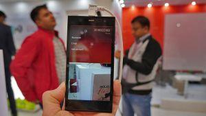 Indiska it-företaget Intex har lanserat en ny smarttelefon med Jollas operativsystem (24.2.2016)