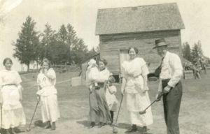 Muodikkailla amerikansuomalaisilla oli aikaa seurapeleihin