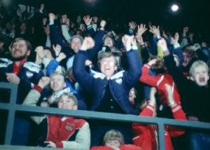 Yleisöä HIFK:n ja Porin Ässien finaaliottelussa 1980.