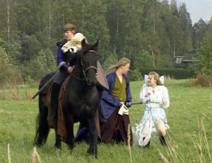 Sadetta Postareff, Samael Innanen ja Kaisu Kärri liveroolipelaamassa 2003.