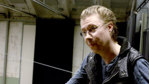 Teatteriohjaaja Esa Leskinen.