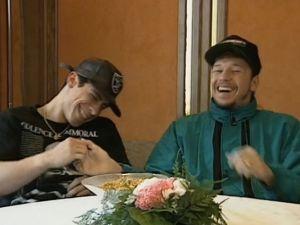 New Kids On The Blockin Danny Wood ja Donnie Wahlberg Rockstopin haastattelussa vuonna 1991.