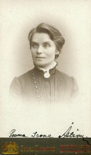 Emma Irene Åström, första kvinnliga studenten vid Helsingfors universitet.