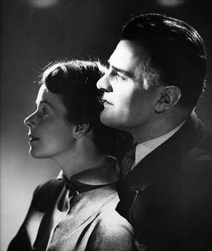 Eeva-Kaarina Volanen ja Tauno Palo elokuvassa Kolmiapila (1953).