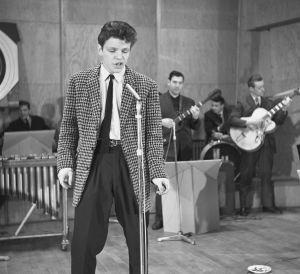 Timo Jämsen Suomen rock-kuninkuuskisan loppukilpailussa Music, music, music -ohjelmassa 19.11.1959.