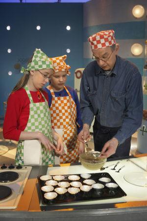 Anni Valtti, Helena Malassu ja Jaakko Kolmonen Suolaa ja pippuria -ohjelmassa (2005).