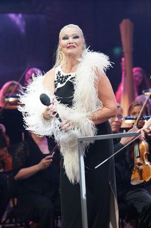 Karita Mattila lavalla RSO:n kanssa