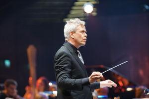 Hannu Lintu johti RSO:ta Yle 90 vuotta -juhlalähetyksessä