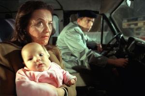 Pekka Valkeejärvi ja Riitta Havukainen tv-elokuvassa Jakkulista feministi (1999)