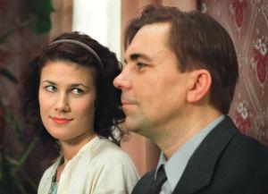 Minttu Mustakallio ja Pekka Valkeejärvi tv-draamassa Pesärikko (1999).