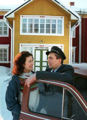 Minttu Mustakallio ja Pekka Valkeejärvi tv-draamassa Pesärikko (2000).